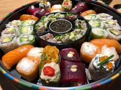 Sushi Shop Zurich - Sushi with a French Twist Sushi Restaurants, Eat Sushi, Wine Coolers Drinks, Sushi Platter, Shipping Wine, Shipping Boxes, Best Places To Eat, Zurich, Fresh Rolls