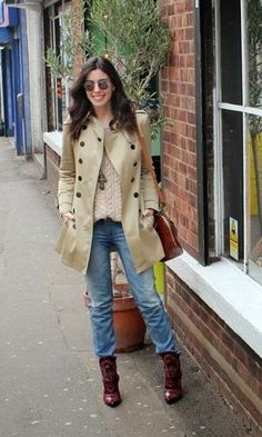 Look: Camila Coutinho - Trench Coat + Jeans