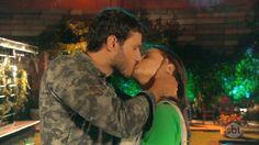 As Aventuras de Poliana: Cena Destaque: beijo entre Luísa e Marcelo Couple Photos, Couples, Instagram, Kiss, Mosque, Club, Novels, Dinner, Celebs