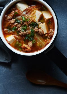 Kimchi tofu soup // The Tart Tart, delicious healthy soup, full of veggie goodness Korean Dishes, Korean Food, Vietnamese Food, Soup Recipes, Cooking Recipes, Asian Soup, Asian Cooking, Pasta, Food 52