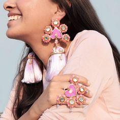 The Coolest New Mehendi Jewellery For 2019 Brides! Antique Jewellery Designs, Fancy Jewellery, Trendy Jewelry, Jewelry Trends, Fashion Jewelry, Antique Jewelry, Weird Jewelry, Handmade Jewelry, Designer Jewellery
