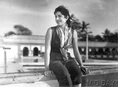 Vintage : Rare Pictures of Madhubala Bollywood Cinema, Indian Bollywood Actress, Beautiful Bollywood Actress, Most Beautiful Indian Actress, Indian Film Actress, Old Actress, Bollywood Stars, Beautiful Actresses, Indian Actresses