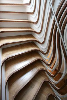 Home Interior, Art Deco: Inspiration Home Interior: Unique Stair Art Deco Wooden Staircases, Curved Staircase, Modern Staircase, Staircase Design, Stair Design, Staircase Ideas, Interior Staircase, Escalier Art, Escalier Design