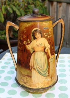Gorgeous Macfarlane Lang Art Nouveau biscuit tin in by Tinternet Metal Containers, Tin Man, Pretty Box, Vintage Tins, Tin Boxes, Urn, My Images, Art Nouveau, Old Things