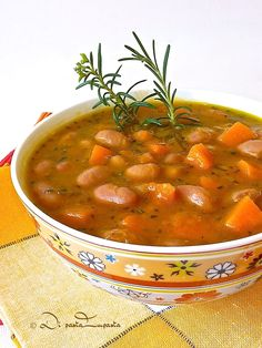 Zuppa di zucca, fagioli e rosmarino // beans, pumpkin and rosemary soup Italian Soup, Italian Dishes, Italian Recipes, Veggie Recipes, Vegetarian Recipes, Healthy Recipes, Chowder Recipes, Soup Recipes, Beef Tagine