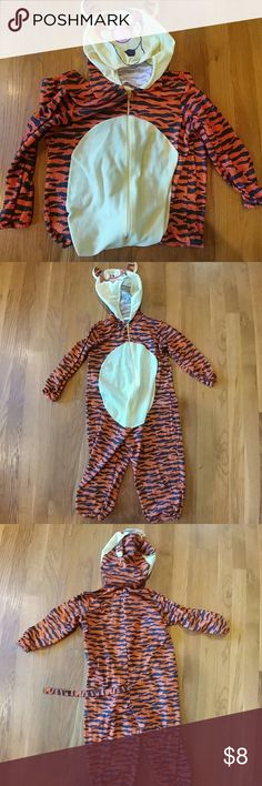 🎃Tigger lightweight costume, size 4 Tigger lightweight costume, size 4, just in time for Halloween! 30% off a bundle of three or more items Everything is negotiable Smoke free home Pet free home All items deserve a 2nd chance at happiness Currently not trading Pooh Costumes Halloween