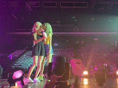 Lgbtq Flags, Blackpink Lisa, Yg Entertainment, Korean Girl Groups, I Am Awesome, Kpop, Twitter, Rose, Cl