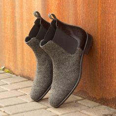 shoes - The Chelsea Boot Classic in Nailhead Sartorial with Black Pebble Grain Leather Robert August Apparel Mens Shoes Boots, Mens Boots Fashion, Shoe Boots, Fashion Vest, Fashion Tips, Custom Made Shoes, Custom Design Shoes, Hot Shoes, Men's Shoes