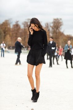 Black long-sleeved jumper, black high-waisted shorts with some ankle boots... so simple, so chic