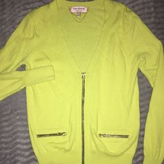 JUICY COUTURE GREAT CONDITION •USED ONCE •JUICY COUTURE CARDIGAN SWEATER SOLID COLOR V- NECKLINE LONG SLEEVE COMPOSITION 93% WOOL 7%CASHMERE *SIZE MED * RETAIL $119+tax Juicy Couture Sweaters V-Necks