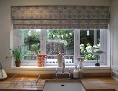 Step-by-step instructions with photos for making a fully interlined, hand finished roman blind.