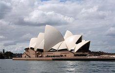40 aniversario de la Ópera de Sidney: http://www.guiarte.com/noticias/40-aniversario-edificio-opera-sidney.html