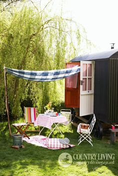 Summer living. Photo: Paul Viant. countryliving.co.uk