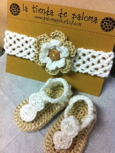 Crochet baby sandals and headband set - Baby booties - Baby sandals - Baby… Crochet Baby Sandals, Crochet Shoes, Crochet Baby Booties, Crochet Bebe, Crochet For Kids, Crochet Crafts, Crochet Projects, Baby Gladiator Sandals, Baby Headbands