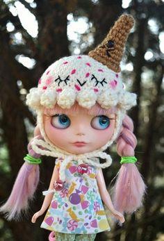 Happy Strawberry Chip Crocheted Ice Cream Hat for Blythe Dolls $30/£18.99 by KawaiiKandy