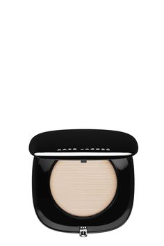 The Marc Jacobs Perfection Powder Featherweight Foundation is a patented powder foundation with versatile coverage and a feather-light finish. With a superior silk finish, it diffuses flaws and eliminated shine. Infused with anti-aging and hydrating compounds, a eakthrough formula delivers buildable coverage.   Available in multiple skin-matching shades.   Size: 0.45 oz