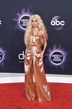 Os melhores looks dos American Music Awards 2019 Christina Aguilera, Billie Eilish, Pia Mia Hair, Selena Gomez, Taylor Swift, American Music Awards 2019, Versace, Carole King, Hollywood