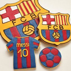 Does your son have a favorite professional team? Barcelona Soccer Party, Barcelona Cake, Birthday Cookies, Cupcake Cookies, Birthday Cake, Fc Barcalona, Soccer Birthday Parties, 11th Birthday, Shirt Cake
