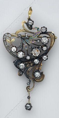 An Art Nouveau gold, enamel and diamond brooch-pendant, The Sixth Workmen's Cooperative Association of Jewellers, 1908-1917. 7.9 x 4.3cm. #ArtNouveau