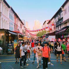 . 전세계에 존재하는 차이나타운 중에 제일 깨끗하고 가장 안전하지 않을까..?🤔 . #싱가포르여행#나혼자여행#차이나타운싱가폴 #차이나타운#불아사#singapore#traveldiaries#chinatownsingapore#chinatown