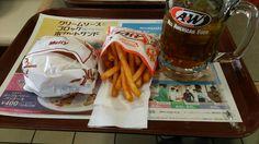 昼飯 (@ A&W 美里店 - @aw_okinawa in 沖縄市, 沖縄県) https://www.swarmapp.com/c/5ej8cr8gTcH