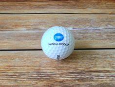 Golfballen voorzien van logo in eigen kleur voor Konica Minolta. Vans Logo, Konica Minolta, Golf Ball, Balls, Fun, Hilarious