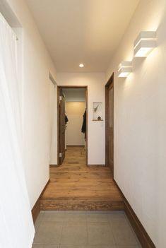 塗り壁が映えるシンプルな玄関ホール #玄関 #シューズクローク #igstylehouse #アイジースタイルハウス