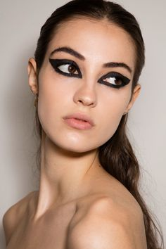 Cat eyes for a dramatic party beauty look via Christian Dior Fall 2016 Couture