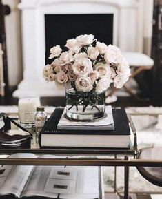 Why Bright Red Home Decor Inspiration is the Right Choice! Coffee Table Styling, Decorating Coffee Tables, How To Style Coffee Table, How To Decorate Coffee Table, Coffee Table Decorations, Coffee Table Arrangements, Fake Flower Arrangements, Decorating Kitchen, Kitchen Decor