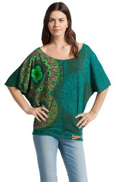 T-shirt oversize verde Desigual. Riempi il tuo look di divertimento e passa al lato fun!