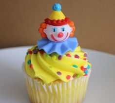 24 Circus Clown Cupcake Picks Perfect for the tops of birthday cupcakes, carnival themed treats, cakes and more! Clown Cupcakes, Clown Cake, Birthday Cupcakes, Fondant Cakes, Cupcake Cakes, Cupcakes Flores, Marshmallow, Sugar Dough, Carnival Birthday Parties