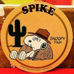 スヌーピー スパイク! 2000年発売のスヌーピータウン限定ステッカー。直径12センチもあります!もちろん1点ものです!可愛い! | por toyshead