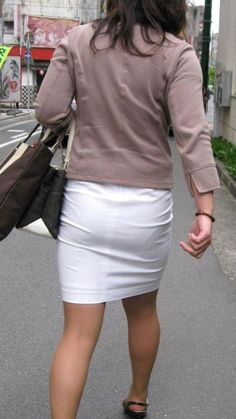 White skirts and white panties can cause eyestrain! #vpl