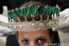 Donnersmark tiara - Chaumet emerald and diamond tiara Royal Tiaras, Royal Jewels, Tiaras And Crowns, Wallis Simpson, Diamond Crown, Emerald Diamond, Marie Antoinette, Bulgari Ring, Poltimore Tiara