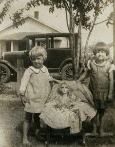 Boudoir Doll Vintage Children Photos, Vintage Girls, Vintage Pictures, Old Pictures, Vintage Images, Old Photos, Vintage Kids Photography, Doll Museum, Half Dolls