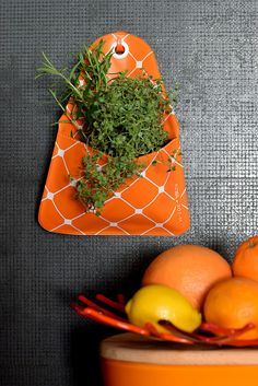 FLORAPOCKETS: felakasztható tárolók #florapockets Carrots, Vegetables, Kitchen, Food, Cooking, Kitchens, Essen, Carrot, Vegetable Recipes