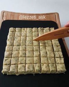 For years, this time I did not change my recipe as dill.Günün preserving the freshness of a salty cookies. Pizza Recipes, My Recipes, Cookie Recipes, Snack Recipes, Favorite Recipes, Mousse Au Chocolat Torte, Greek Sweets, Turkish Tea, Turkish Recipes