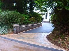 Birmingham based Oakleaf Driveways Limited have over 50 years experience and are specialist installers of black tarmac drives and driveways. Front Gate Design, House Gate Design, Driveway Design, Driveway Landscaping, Paving Ideas, Walkway Ideas, Tarmac Drives, Asphalt Driveway, Front Gates