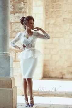 Barato Branco joelho de comprimento vestidos de casamento com mangas V Top Lace vestidos de noiva para festa de casamento, Compro Qualidade Vestidos de noiva diretamente de fornecedores da China: Branco na altura do joelho Renda ve