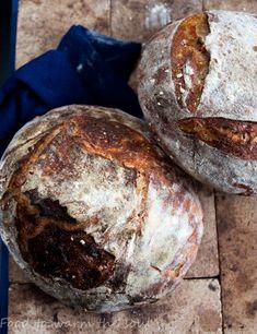 Chleb wiejski Tartine – food to warm the soul My Favorite Food, Favorite Recipes, Polish Recipes, Kitchen Magic, Traditional Kitchen, Bread Baking, Bon Appetit, Finger Foods, Bread Recipes