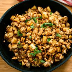 Healthier Turkey Hash This healthier version of corned beer hash is made with turkey instead! To use just omit the ground turkey in this recipe and add chopped cooked turkey in the last step. Source by Sgionetbowland Healthy Snacks, Healthy Eating, Healthy Recipes, Turkey Hash, Beef Hash, Turkey Tacos, Turkey And Potato Recipe, Clean Eating Recipes, Cooking Recipes