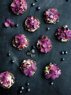 Lav mad som noma derhjemme - Gastro The soul eats too - with it' eyes. Food Photography Styling, Food Styling, Color Composition, Tapas, Slow Cooker Desserts, Flower Food, Edible Flowers, Molecular Gastronomy, Culinary Arts