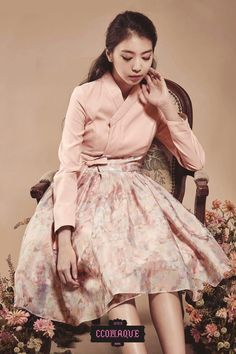 This is a Korean Hanbok, a traditional dress. There are many fusion hanboks that are shorter in lengths and slim fit. The traditional Hanbok is very classic and modest; whereas, the fusion hanbok is casual and chic. Korean Traditional Clothes, Traditional Fashion, Traditional Dresses, Cheongsam Modern, Korea Dress, Modern Hanbok, Country Dresses, Romantic Outfit, Korean Outfits