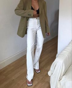 Trendy Outfits, Summer Outfits, Cute Outfits, Fashion Outfits, School Outfits, Spring Summer Fashion, Autumn Winter Fashion, White Jeans Outfit, Going Out Outfits