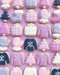 HOLLY FOX (@hol_fox) • Instagram photos and videos Ice Cream Cookies, Fancy Cookies, Iced Cookies, Cute Cookies, Cupcake Cookies, Christmas Sugar Cookies, Holiday Cookies, Christmas Treats, Christmas Baking