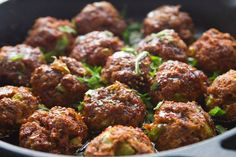 Spicy Asian chicken meatballs topped with a honey-sesame glaze. This simple, healthy recipe is incredible! Plats Weight Watchers, Weight Watchers Meals, Clean Eating Recipes, Healthy Eating, Cooking Recipes, Asian Recipes, Healthy Recipes, Healthy Options, Delicious Recipes