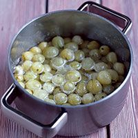 Gooseberries Gooseberries pair well with elderflower. Try adding a spoonful of the compote to elderflower cordial with a little fresh ginger for a refreshing summer drink