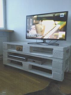Pallet Table Plans An Inexpensive Pallet Tv Table Pic Creative Ideas Diy Pallet Coffee Table Plans With End Table Plus Coffee Table Book Design, Coffee Table Plans, Bedroom Tv Stand, Tv In Bedroom, Tv Stand With Storage, Diy Tv Stand, Rack Pallet, Diy Pallet, Pallet Ideas