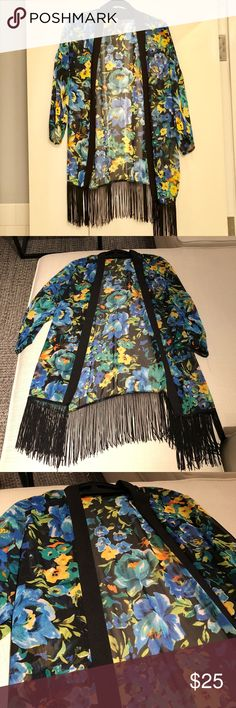 Honey Punch Floral Kimono Excellent condition! Great colors, and great for layering! Honey Punch Tops
