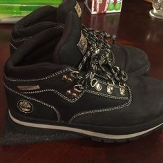 TimberLand black boots In perfect condition used twice.  Box98AC 15 Timberland Shoes Winter & Rain Boots